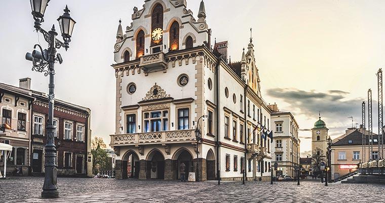 Jak zorganizować transport na trasie Warszawa - Rzeszów
