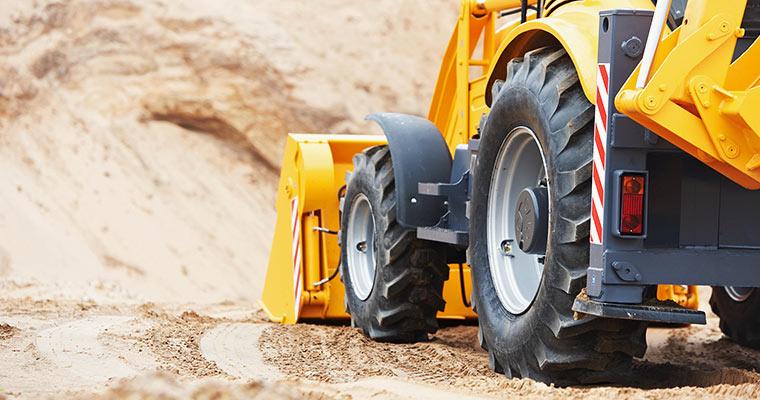 Jak zorganizować transport maszyn budowlanych?