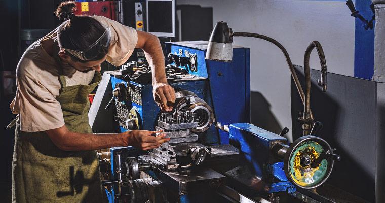 Jak przewozić maszyny przemysłowe?